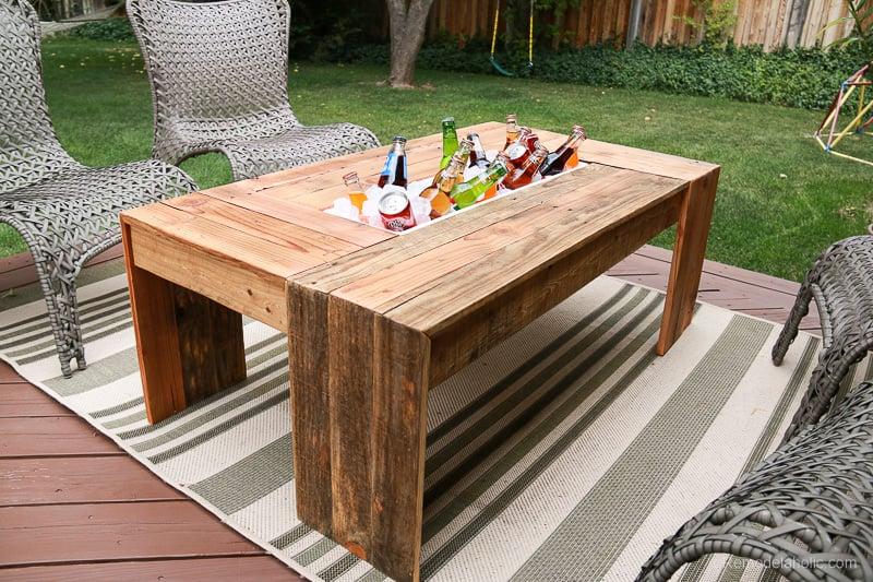 rustic-pallet-wood-coffee-table-remodelaholic-9188