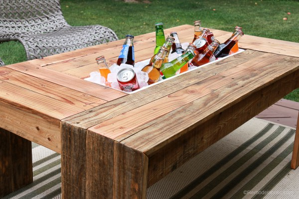 DIY Outdoor Pallet Wood Furniture: Patio Coffee Table with Drink Trough, Woodworking Plans