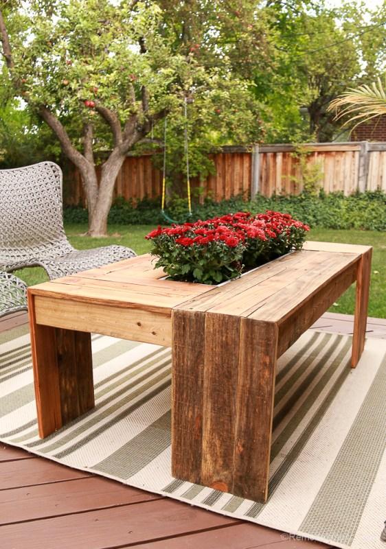 rustic-pallet-wood-coffee-table-remodelaholic-9222