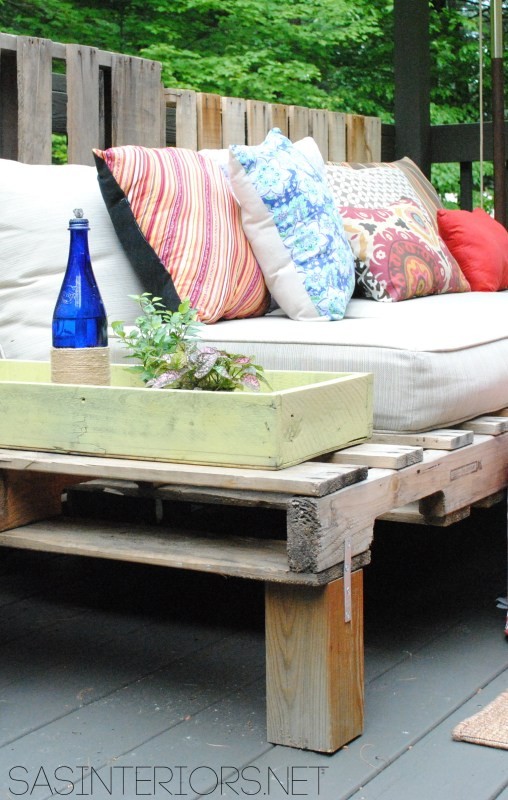 build-an-outdoor-sofa-from-a-pallet-jenna-burger-design