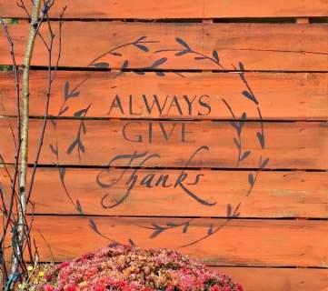 DIY Painted Pallet Porch Sign