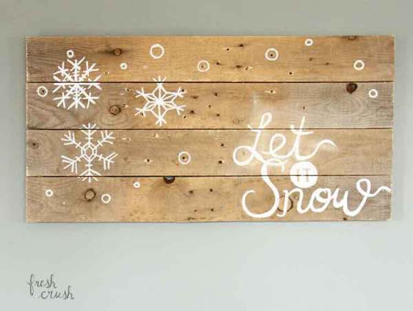 holiday-pallet-sign-lighted-off-fresh-crush