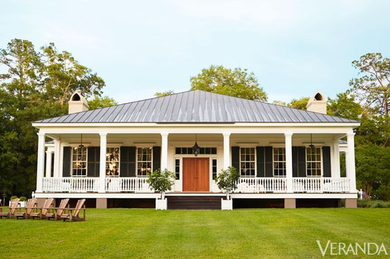 Image Source: Veranda (https://www.veranda.com/decorating-ideas/g1256/amelia-handegan-southcarolina-home/?slide=1)