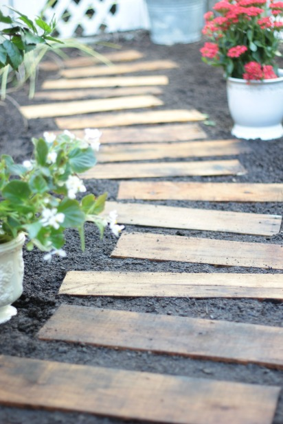 pallet-walkway-the-space-between