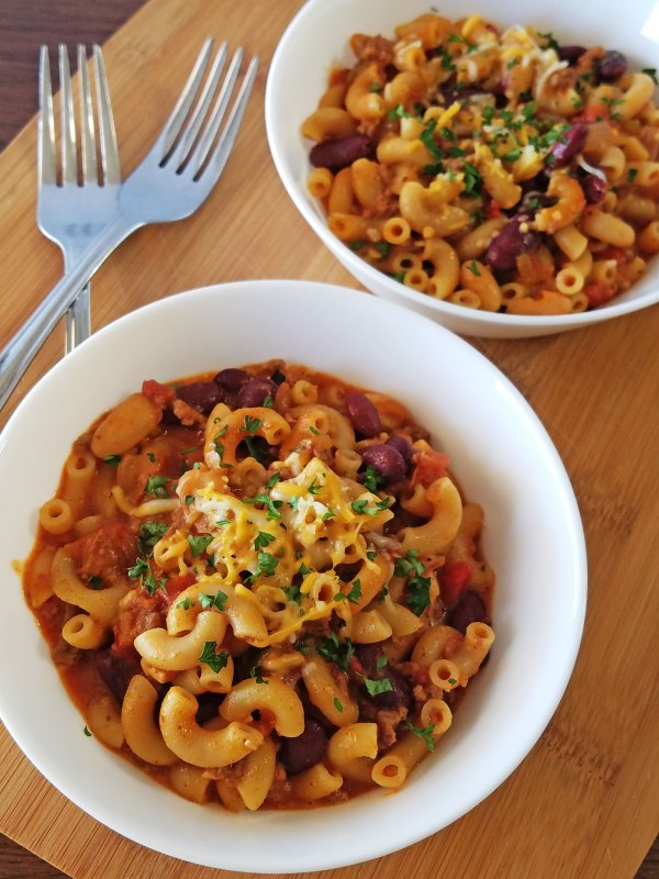A yummy and delightful twist on chili mac that is ready in 20 minutes via Remodelaholic.com