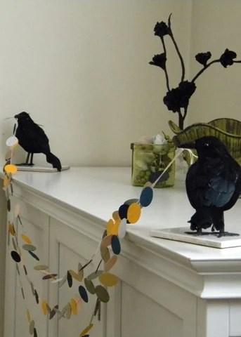 Halloween Crow Mantel Garland Holder | DIY Halloween Decoration Ideas