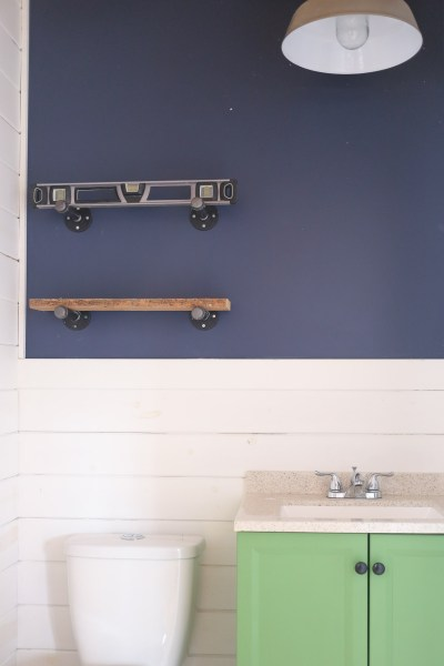 diy-industrial-reclaimed-wood-shelves-with-pipe-brackets-5
