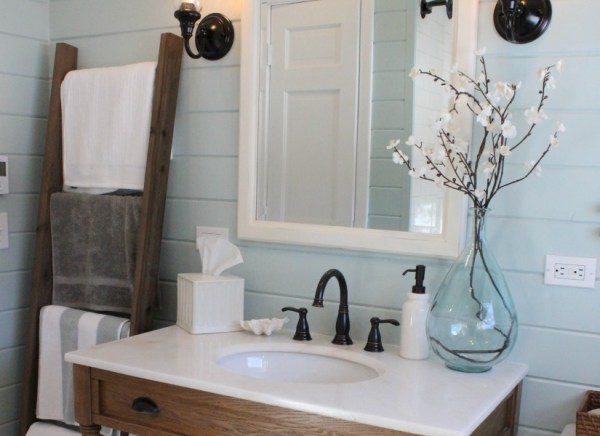 Towel Ladder Feature @Remodelaholic