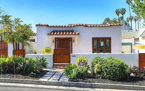 Neutral Southwest Desert Curb Appeal Ideas on Remodelaholic.com