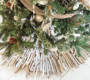 Tableandhearth Driftwood Tree Skirt Featured 1