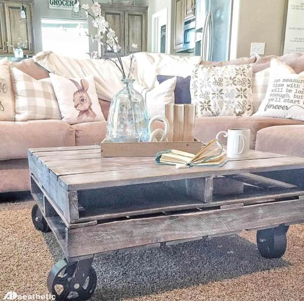 AD Aesthetic, Farmhouse Style Easy Pallet Coffee Table