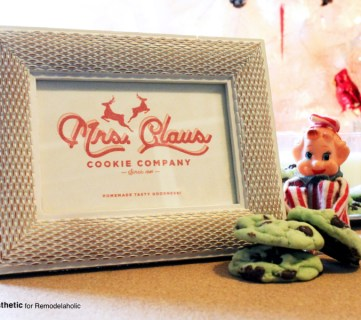 Create a festive cookie party with this easy Christmas printable of the Mrs. Claus Cookie Company -- print it for easy decor, or as a label for your holiday treats.