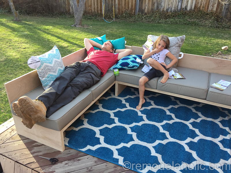 DIY Outdoor Sectional Sofa and Daybed | Plywood Woodworking Plans