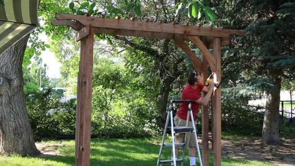 how to build a wood garden arbor as a portable wedding arch