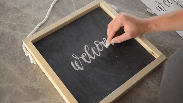 Diy Wooden Chalkboard Welcome Sign (5)