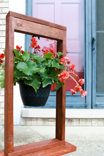 DIY Hanging Plant Stand For Outdoor Decorating 1