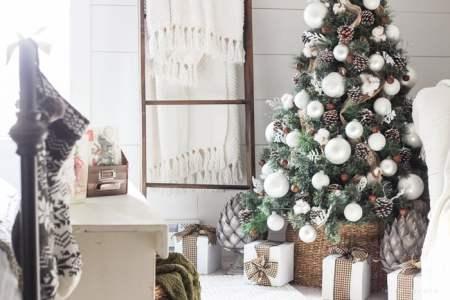 Simple Farmhouse Christmas Bedroom 8