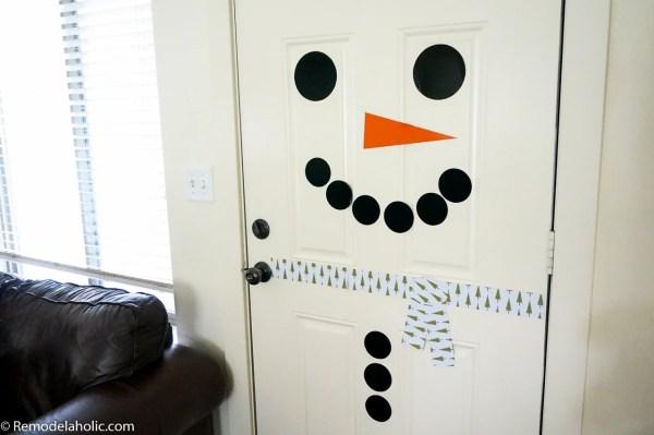 Free Printable Magnetic Snowman Door Decor | Winter front door decorating | Classroom door or bulletin board decorating | kid-friendly holiday decor