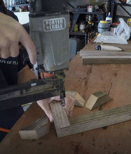 Remodelaholic 3d Tree Stand Assemble Base (2)