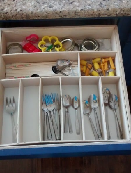 Remodelaholic Removeable Untensil Drawer Organizers (2)