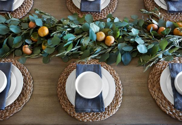 """Tips and sources for decorating and designing a farmhouse dining room   Get This Look: A Farmhouse Dining Room a la Fixer Upper """"A Lot of Options"""" House #remodelaholic #fixerupper #farmhousestyle"""