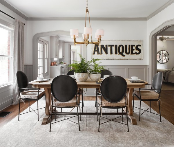 Remodelaholic Scrivano House Dining Room 1