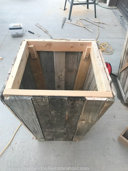 Diy Large Pallet Planter Sara Syrett1 (8 Of 11)