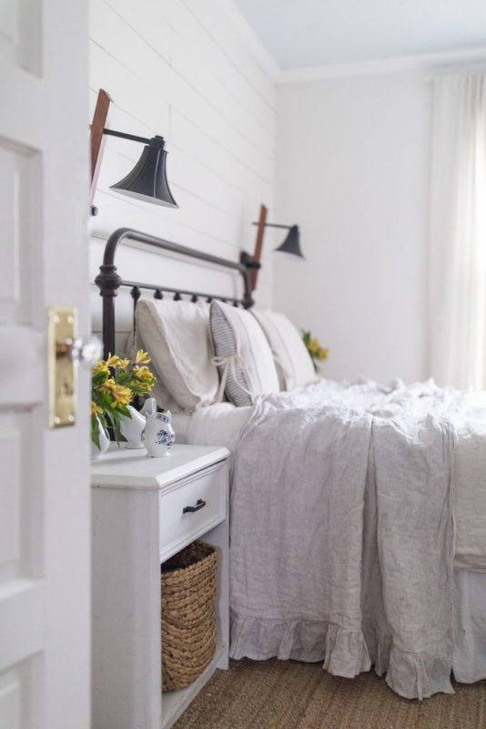 Simple Spring Farmhouse Bedroom 21 683x1024 (1)