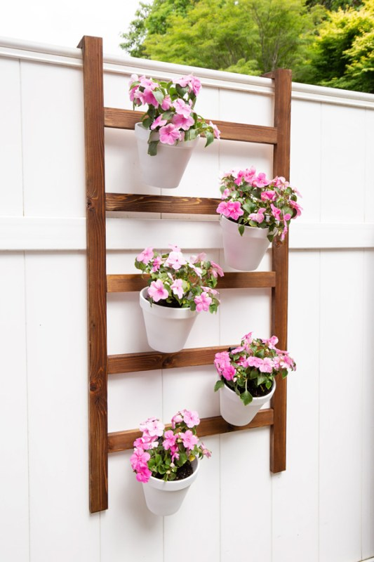 Easy Build DIY Vertical Planter Wall Ladder For Fence Angela Marie Made Featured On Remodelaholic