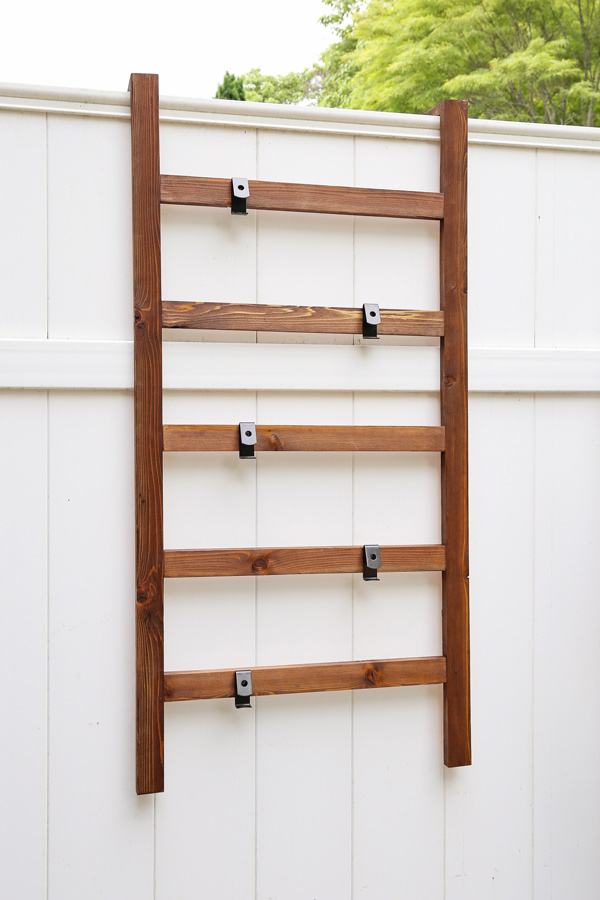 Simple DIY Wall Ladder Vertical Planter To Hold Terra Cotta Pots Angela Marie Made Featured On Remodelahol