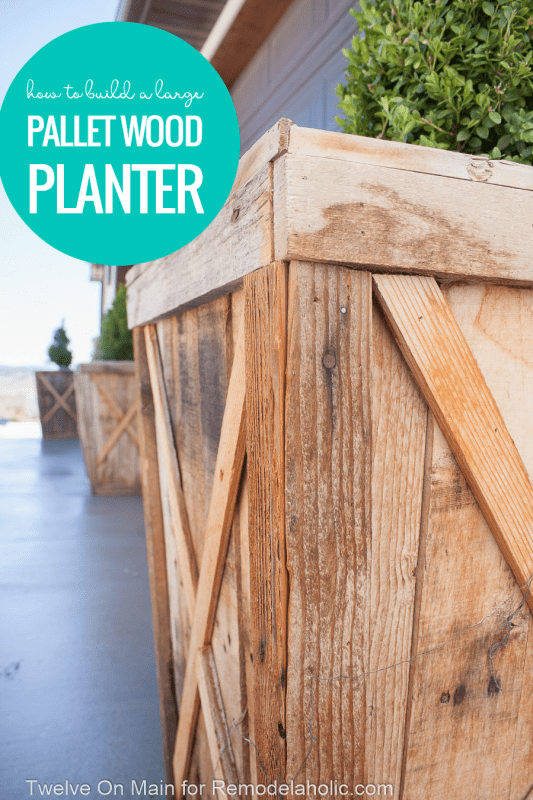 Build a large wood planter on a budget following this large pallet planter tutorial. Using scrap wood and reclaimed pallet wood reduces the cost and gives this beautiful planter a rustic farmhouse style you'll love. Tutorial from Twelve on Main for #Remodelaholic