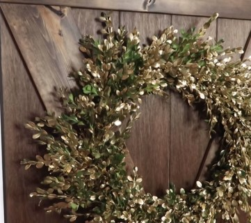 Diy Fresh Boxwood Wreath In Gold #remodelaholic
