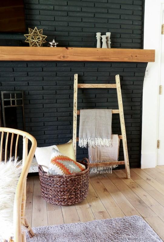 FREE Pallet Blanket Ladder Diy Tutorial Also Great For Storing Shoes @remodelaholic 9160