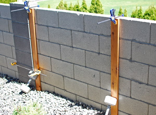 How To Attach Boards To A Cinder Block Fence To Make A Wood Slat Garden Wall With Planters, The Garden Glove Featured On Remodelaholic