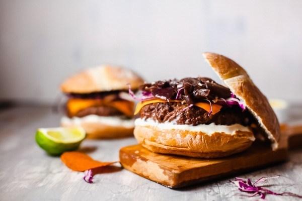 How To Make A Vegetarian Burger, Black Bean Hamburger #remodelaholic