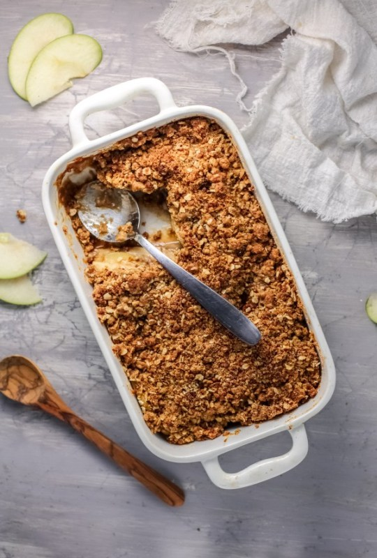 How To Make An Easy Gluten Free Apple Crisp With A Flourless Oat Crumble #remodelaholic