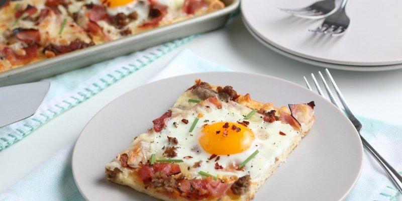 Easy Breakfast Pizza Recipe (with Eggs!)