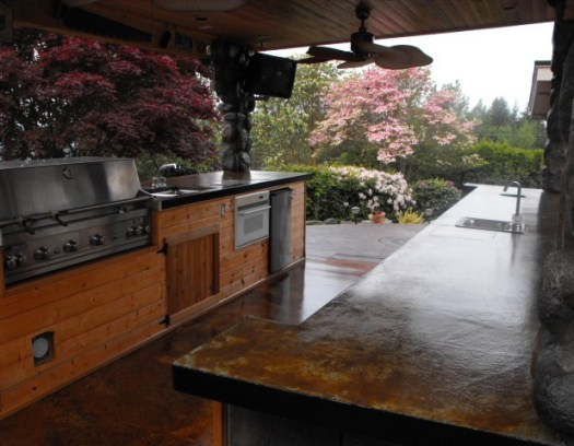 Black outdoor kitchen