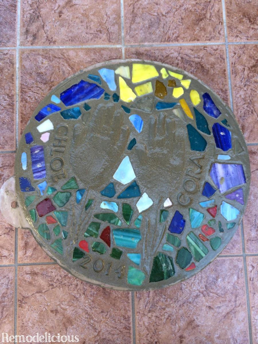 Diy Stepping Stones Beach Shell Themed Diy Stepping Stone Craft Remodelicious