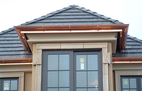 Copper seamless gutters