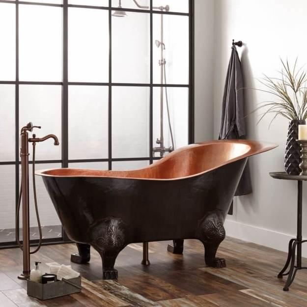 Free-standing metal bathtub