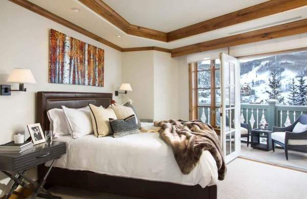 Wood Crown Molding In a Contemporary Bedroom
