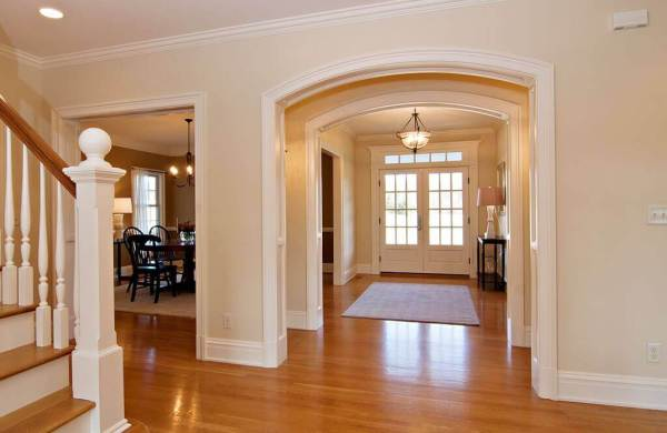 entryway with crown moldings