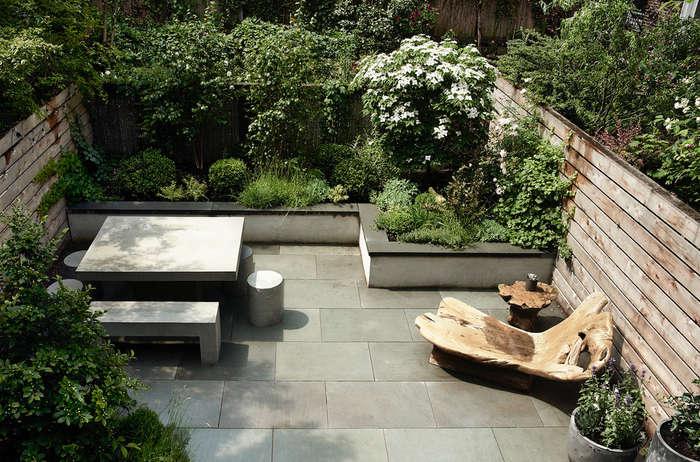 Trending on Gardenista: Garden Glamour - Remodelista on Townhouse Patio Ideas  id=79229