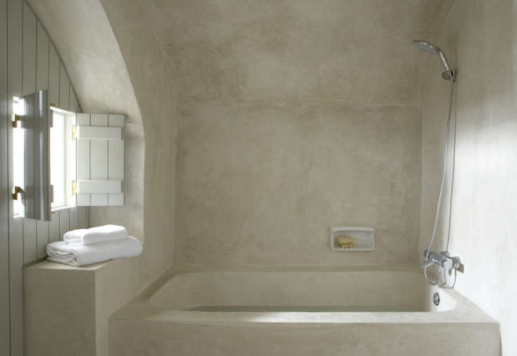 tadelakt-bath-london-painted-shutters