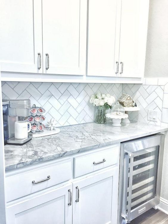 28 Antique White Kitchen Cabinets Ideas in 2019 - Remodel ... on Backsplash Ideas For White Cabinets And Granite Countertops  id=94086