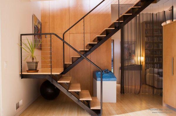 Дизайн металлических лестниц для загородного дома на