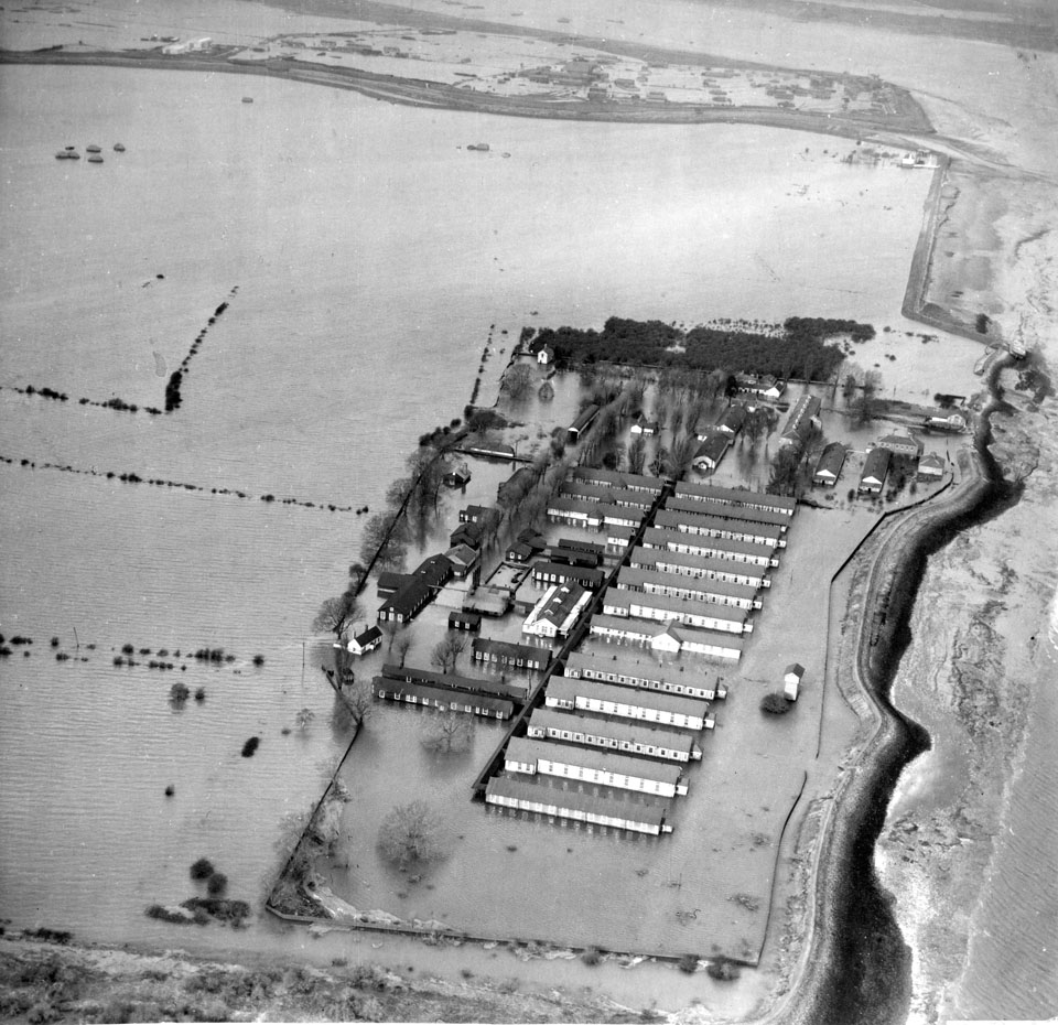 Long Reach hospital seen from the air, during flooding in 1953. For more images see © https://dartfordhospitalhistories.org.uk/