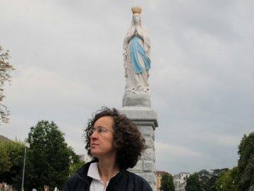 «Sono una donna, non sono una santa». Lourdes, 2010