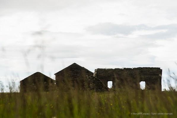 Some ruins under the Kirkjufell mountain, near Grundarfjörður. Nikon D810, 105 mm (24-120.0 mm ƒ/4) 1/40 sec ƒ/7.1 ISO 64
